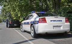 Policeman pulling over vehicle - Traffic violations defense in Statesboro